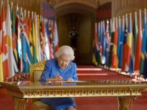 <span>COMUNICAT REIAL</span> La reina Elisabet II respon a les acusacions d'Enric i Meghan Markle a la CBS